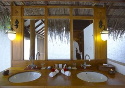 10Beach-VIlla-bathroom