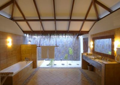 10Deluxe-Villa-Bathroom